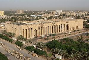 واشنطن تؤكد أن عدد العاملين في سفارتها ببغداد يبلغ 15 ألفا !